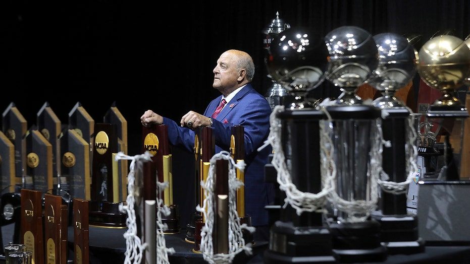 Barry Alvarez, AD who reshaped Wisconsin sports, to retire