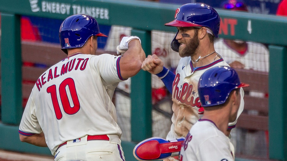 Bohm, Realmuto hit 3-run homers, Phillies beat Mets 8-2