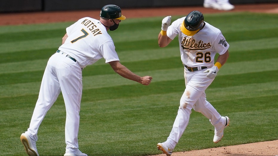 A's rally to beat Dodgers 4-3 nel 10 for 1st win of season