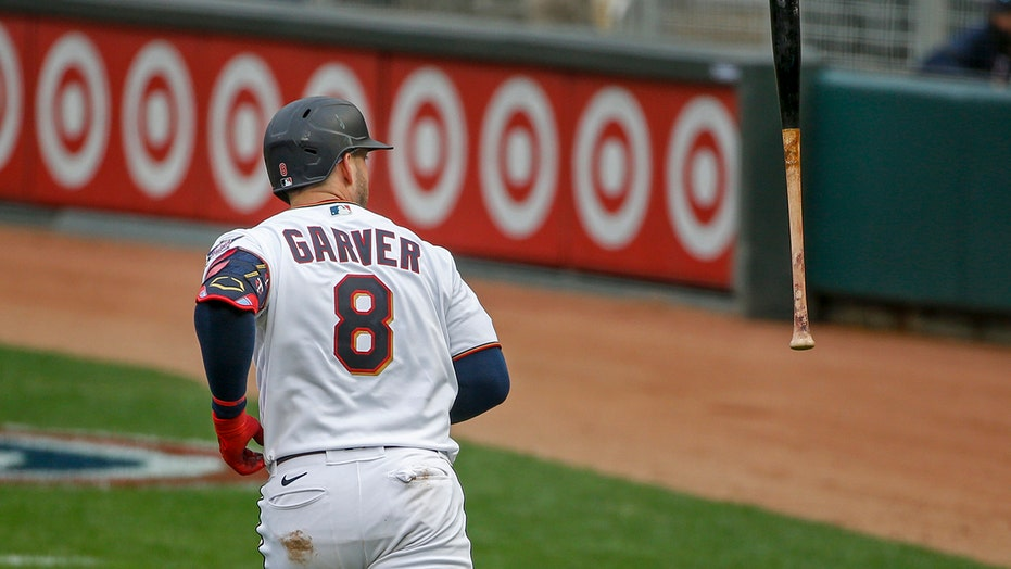Homers, happy: Twins welcome fans back with 10-2 赢vs. M's