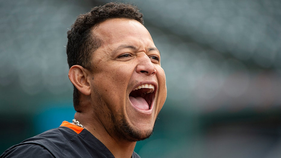 Tigers star Cabrera on injured list with biceps strain