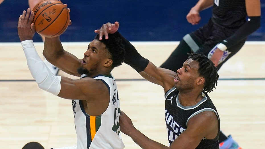 Jazz beat Kings 128-112, extend home winning streak to 24