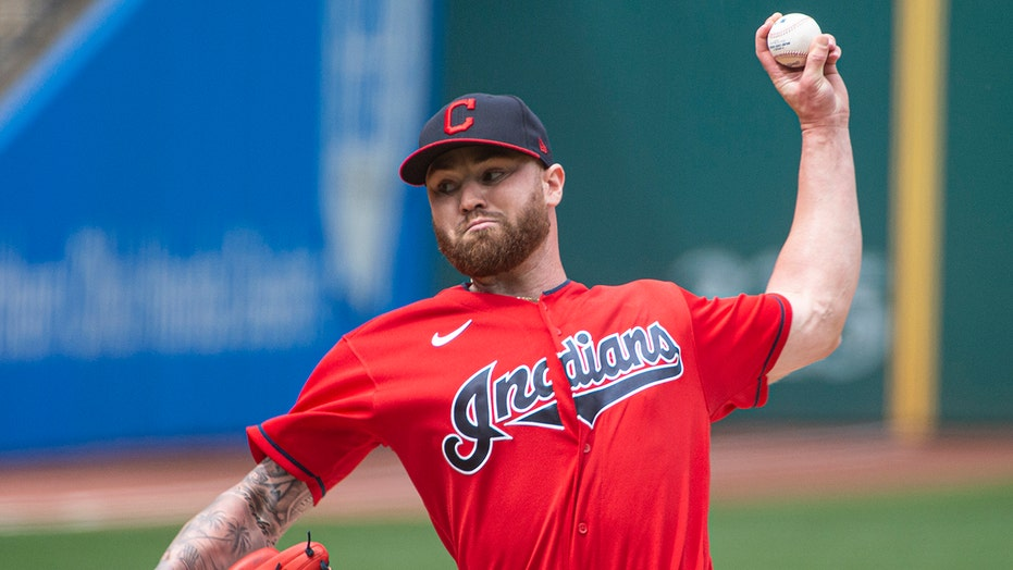 Indians complete sweep by beating Miggy-less Tigers 5-2
