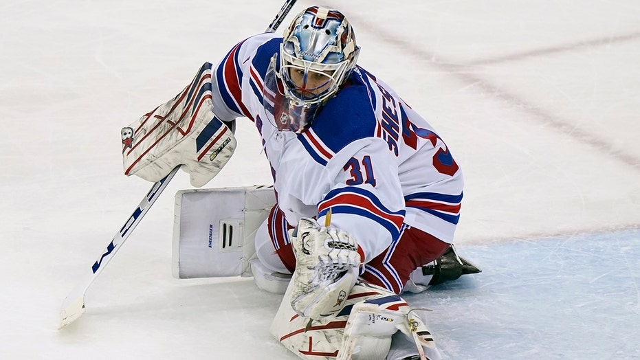 Shesterkin makes 27 saves, first NHL shutout, Rangers 3-0