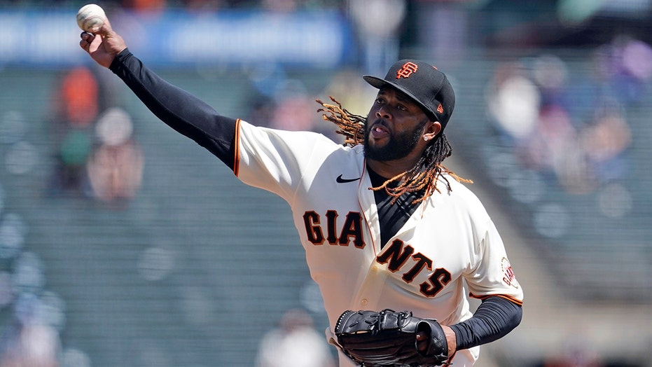 Cueto sharp until lat tightness in 6th, Giants blank Reds