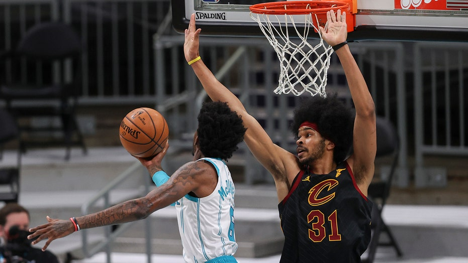 Allen scores 15 in return, Cavaliers beat Hornets 103-90