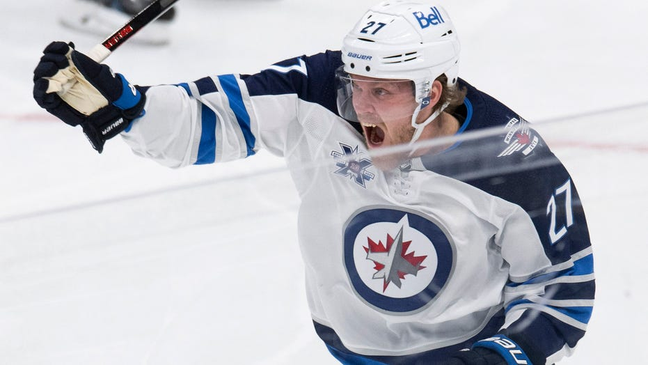Ehlers, Connor each score 2 as Jets surge past Leafs 5-2