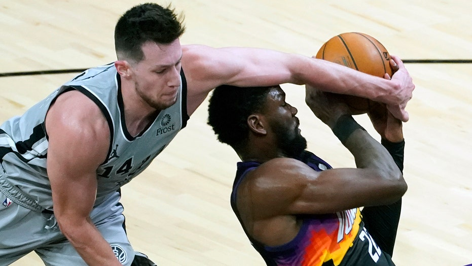 Spurs win 111-85, stop Suns' 10-game home winning streak