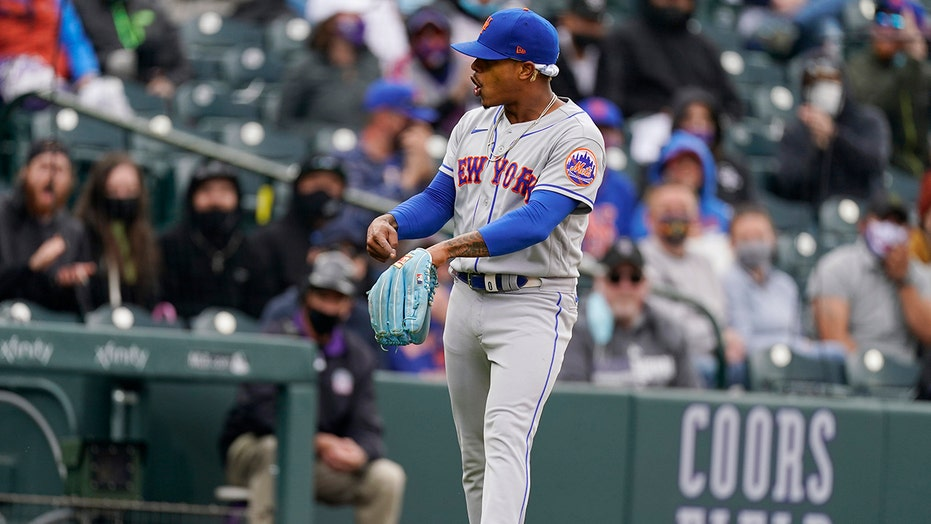 Stroman's 8 innings, backhand grab lift Mets over Rox 2-1