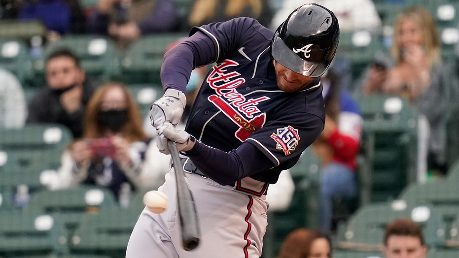 Freeman, Braves pound Cubs 13-4, lose Acuña to injury
