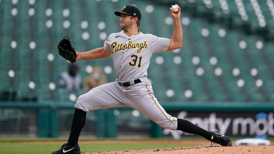 Pirates top Tigers 3-2 in doubleheader opener