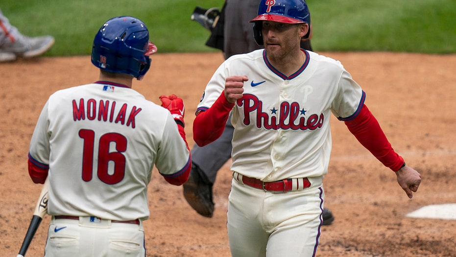 Knapp's 9th-inning single leads Phillies past Giants 6-5