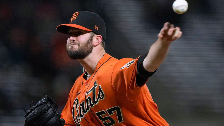 Wood allows one hit in 7 innings, Giants beat Marlins 5-3