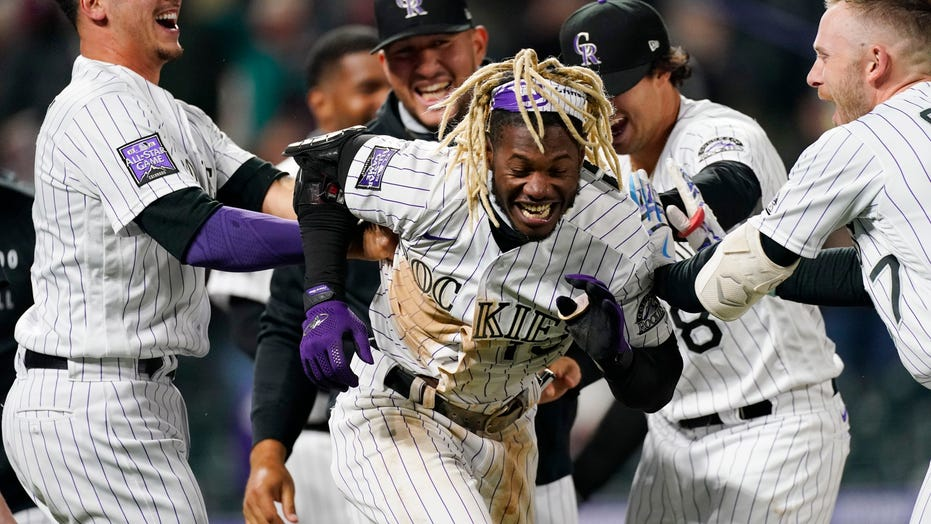 Tapia's solo HR in 9th lifts Rockies over Phillies 5-4