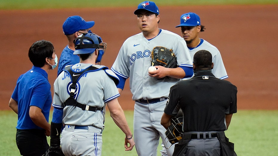 Ryu exits early with strain, Jays 'pen finishes off Jays 1-0