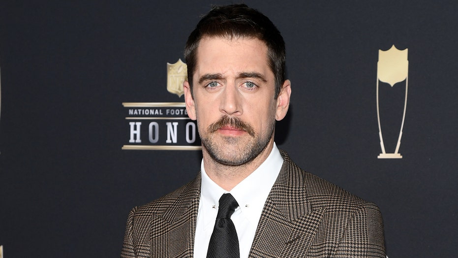 Aaron Rodgers hints he would host 'Jeopardy!' permanently if asked