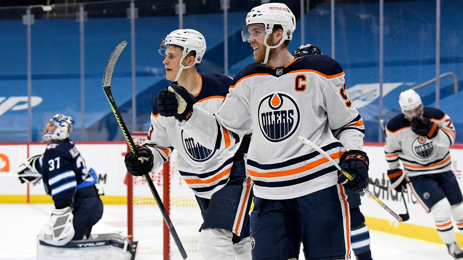 McDavid notches 3rd hat trick of season, Oilers beat Jets