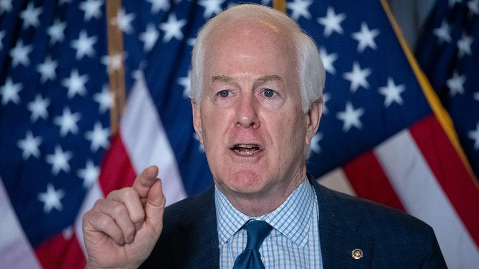 Texas Sen.. John Cornyn eis dat federale ondersoek na San Antonio se aantygings vir kindermigrante misbruik word