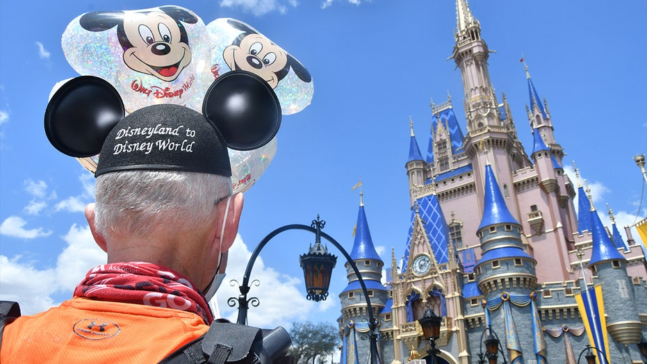 Texas man sets record, runs from Disneyland to Disney World for Type 1 diabetes awareness: 'Surreal'