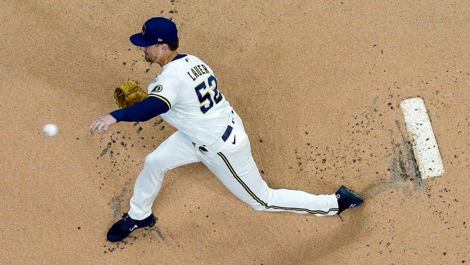 Shaw, Lauer lead Brewers past Bauer, Dodgers 2-1