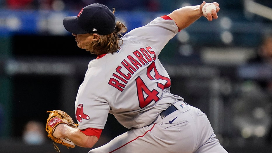 Richards strikes out 10, pitches Red Sox past Mets 2-1