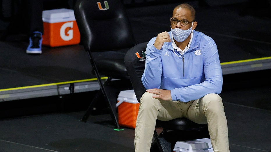 North Carolina hiring Hubert Davis as men's basketball coach, replacing Roy Williams