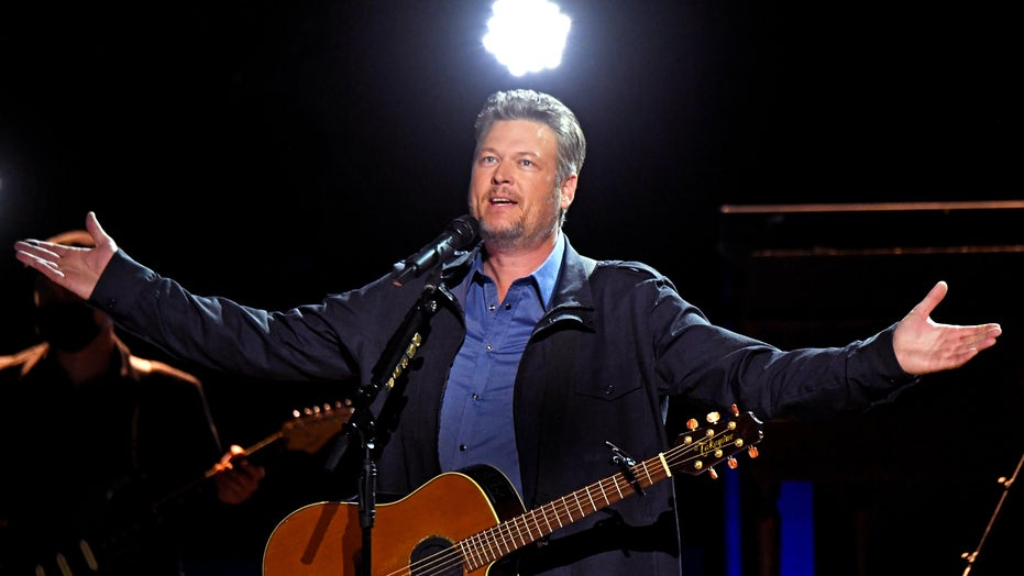 2021 ACMs sees Blake Shelton perform first No. 1 hit 'Austin' 20 years later