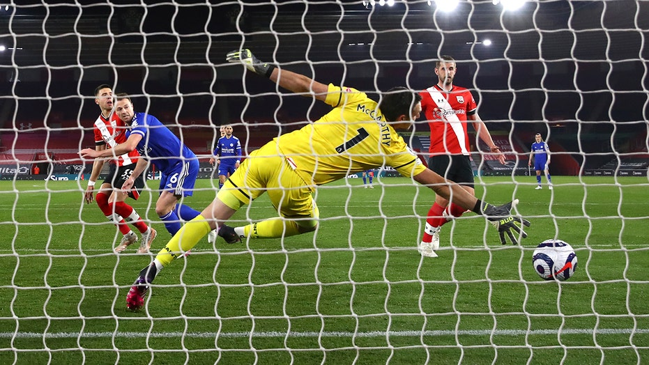 Leicester rallies for 1-1 with 10-man Southampton in EPL