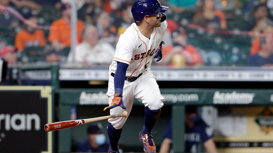 Altuve helps Astros beat Mariners 5-2 after COVID-19 bout