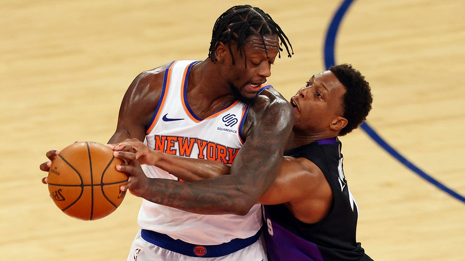 Knicks recover after blown lead to beat Raptors 102-96