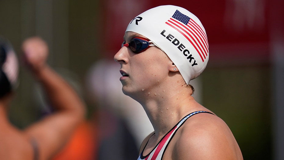 Ledecky dominates 1,500 freestyle at California meet