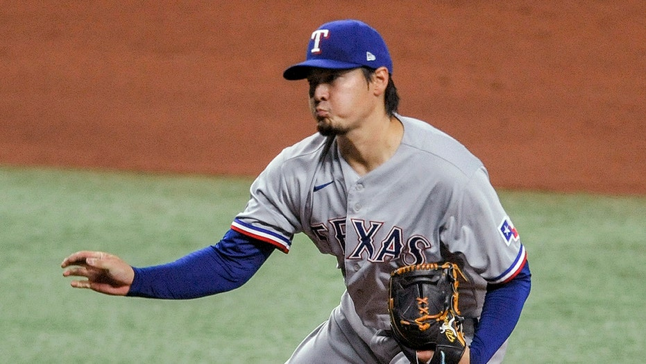 Lowe homers, rookie Arihara beats Rays 5-1 for 1st MLB win