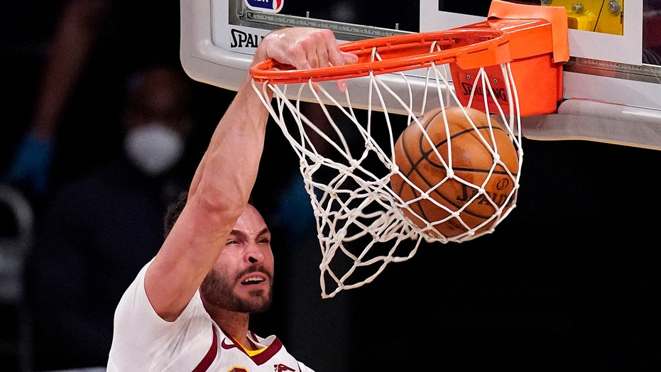 Cavaliers' Larry Nance Jr. suffering from mystery illness causing rapid weight loss: report