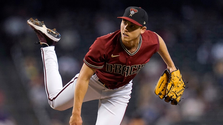 Weaver takes no-hitter into 7th, Diamondbacks top Reds 7-0