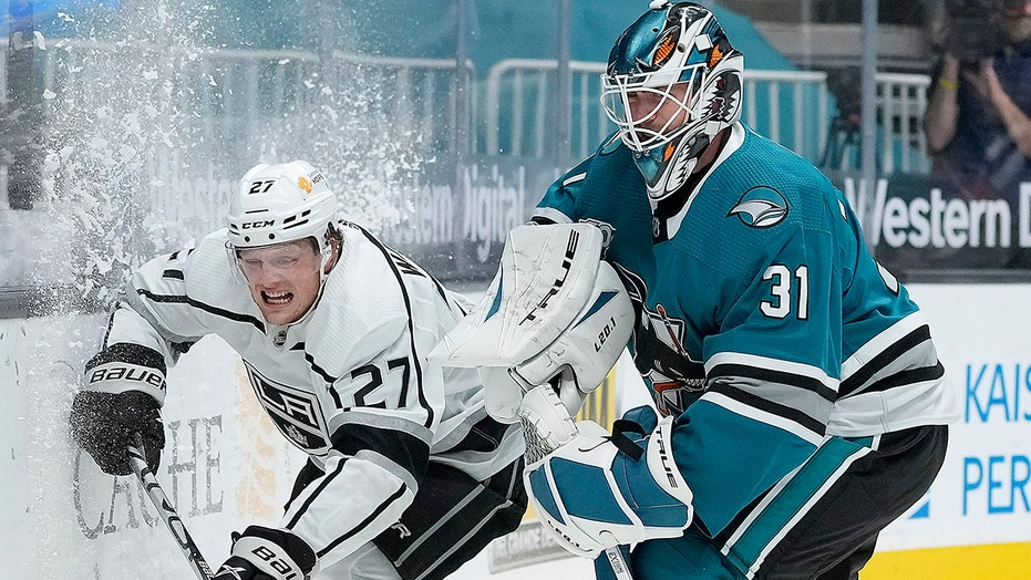 Martin Jones makes 32 saves to lead Sharks past Kings 5-2