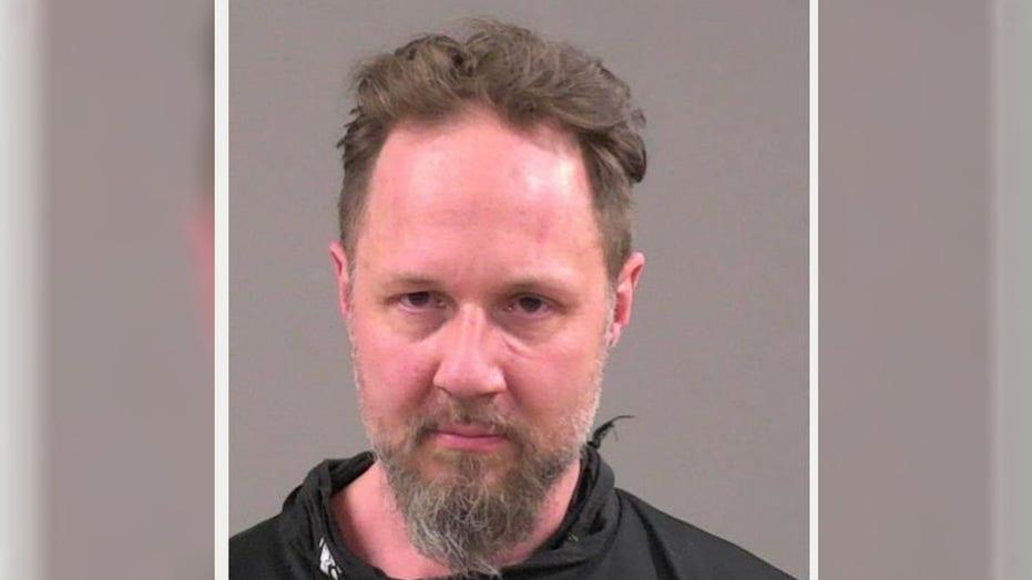 Man strangles Burger King worker after arguing over mask rules: 보고서