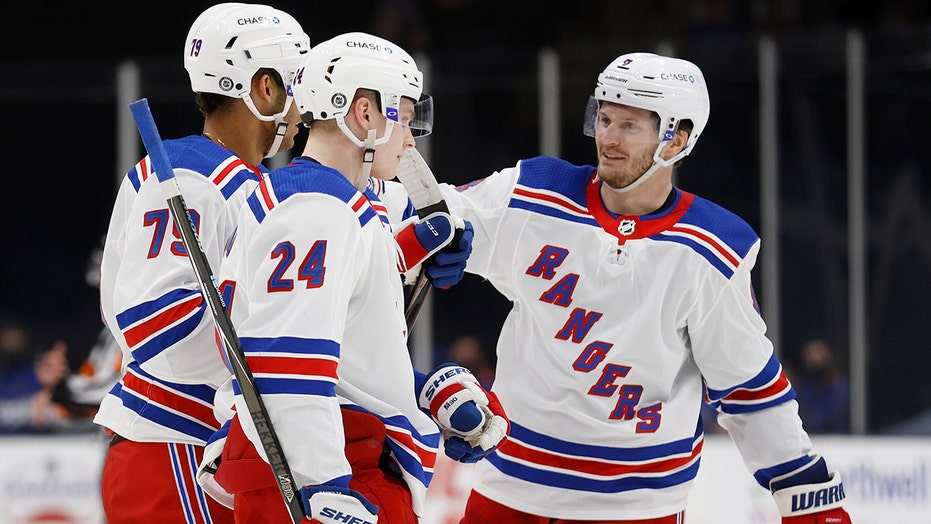Georgiev stops 31 shots, Rangers beat Islanders 4-1