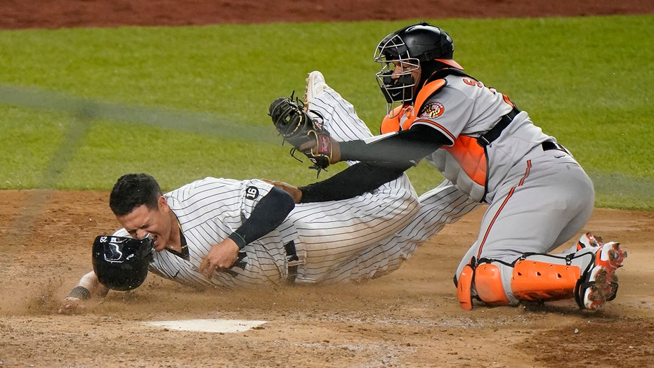 Santander hoses Urshela for last out, O's beat Yanks in 11
