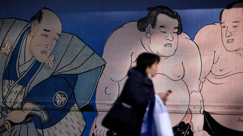 Sumo wrestler dies month after falling on head during bout