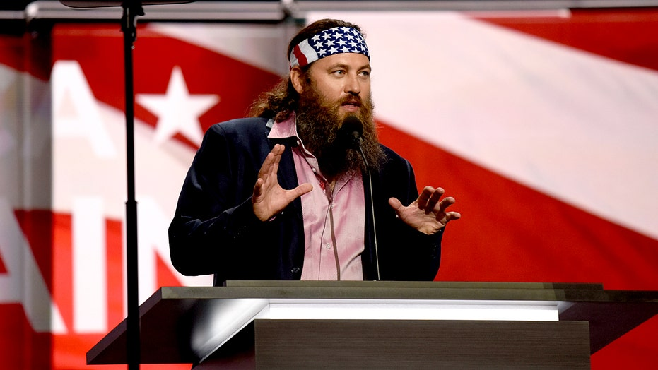 Willie Robertson says he'll still stand during national anthem after conversation with NFL players