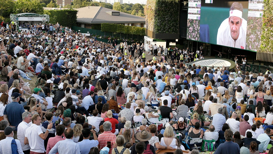 Wimbledon Middle Sunday play in '22; fans, money TBD in '21