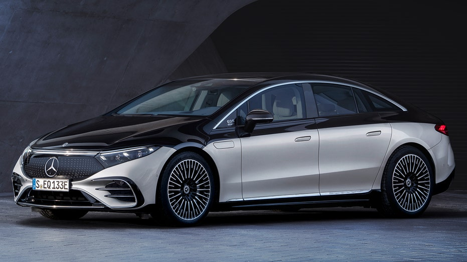 The 2022 Mercedes-Benz EQS is a Tesla-fighting electric flagship