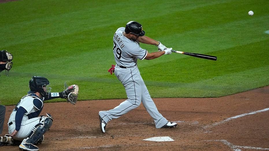 Abreu slams 200th career homer, White Sox topple M's 10-4
