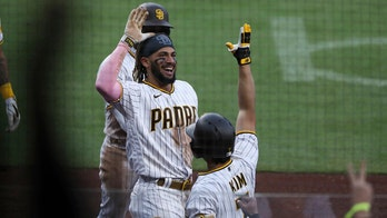 Hosmer, Padres beat Mariners 6-4 for 8th straight win