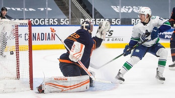 Highmore scores twice in 3rd, Canucks beat Oilers 4-1