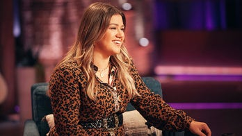 Kelly Clarkson says she's living her best life as she attends Blake Shelton concert amid divorce