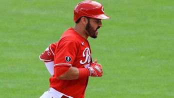 Suarez homers in leadoff debut, Reds down Nationals 2-1
