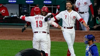 Votto hits 300th homer, adds 2 doubles as Reds beat Cubs 8-6