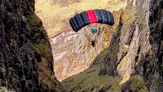 Daredevil parachutes from UK's narrowest ridge in stomach-dropping video