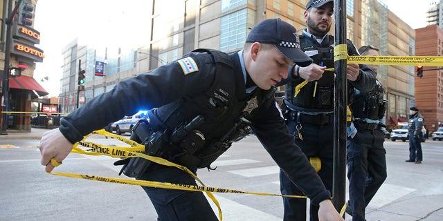 Chicago police officers put up crime scene tape on Feb. 28, 2020. (John J. Kim/Chicago Tribune/TNS/ABACAPRESS.COM)